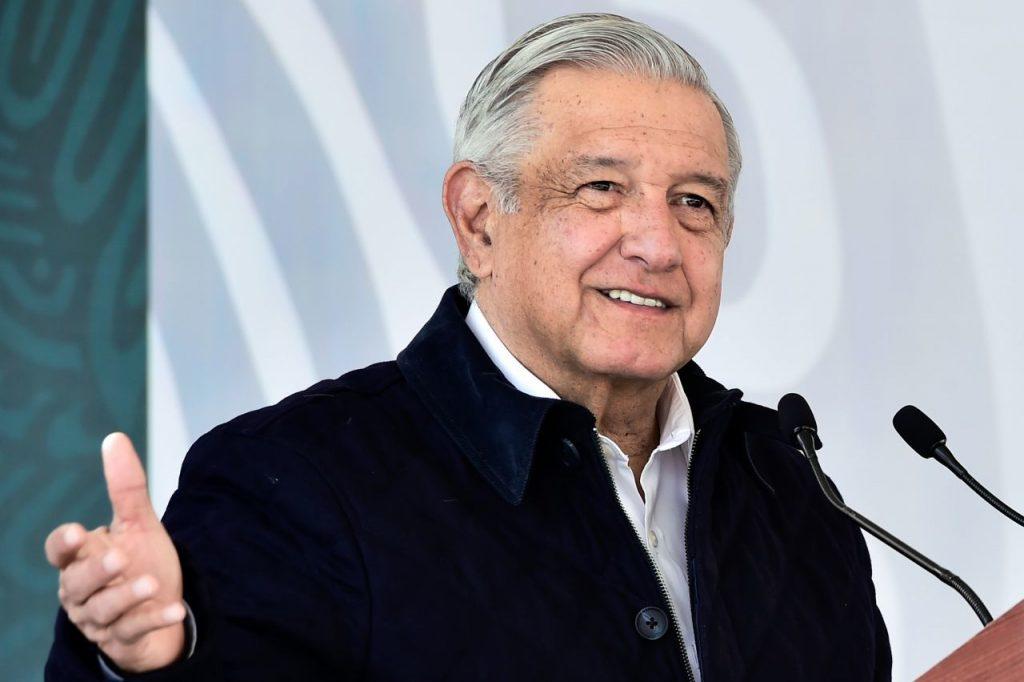 """El Presidente de México enferma de COVID-19; """"síntomas leves, pero ya estoy en tratamiento médico"""", asegura AMLO"""