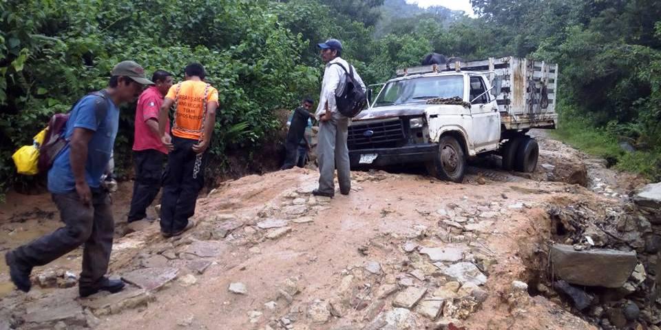 Piden rastrillar camino a Río del Bálsamo