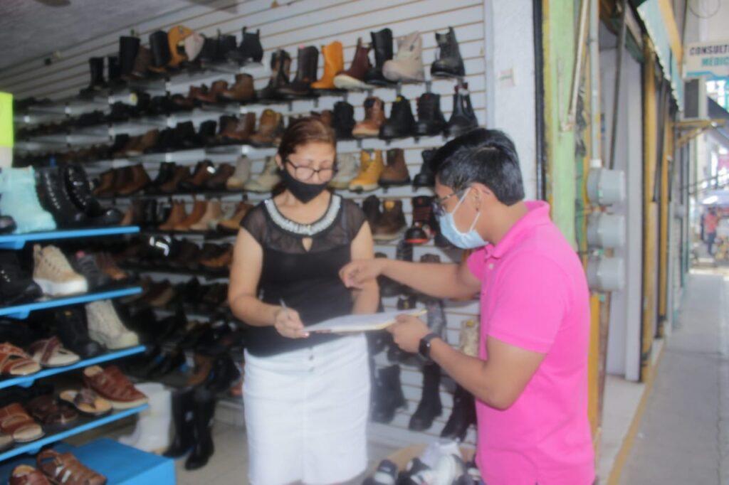 Ponen plazo para comercios que invaden banquetas en Atoyac